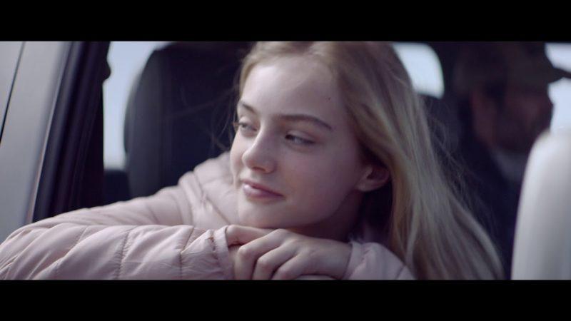 Spot Caixa Popular cine mujer ventana coche anuncio televisión