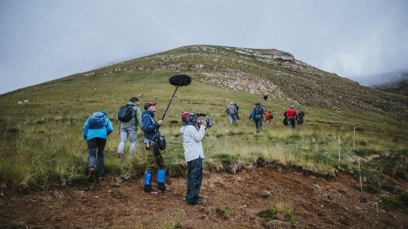 entre ovejas nolich rodaje montañas campo pastor pirineo aragones transhumancia